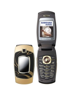 Mobile phone Samsung E500. Photo 1